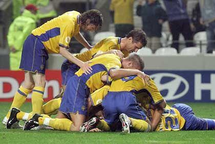 Jubelnde Schweden: Im Viertelfinale auch dank Larsson