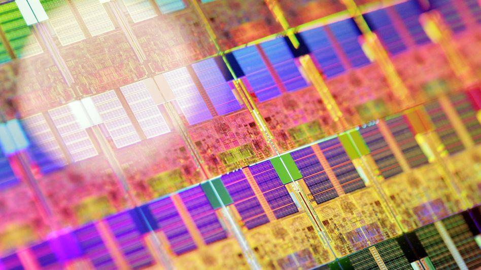 Siliziumscheibe auf einer Konferenz von Chiphersteller Intel