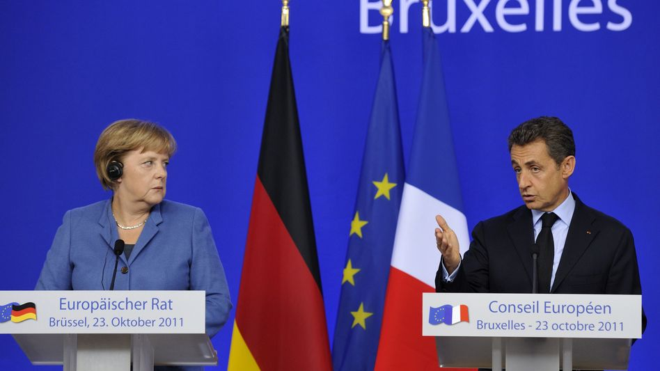 """German Chancellor Angela Merkel and French President Nicolas Sarkozy during a joint press conference in Brussels on Sunday: """"The dispute gives a taste of how difficult it will be to develop the EU into a 'political union.'"""""""