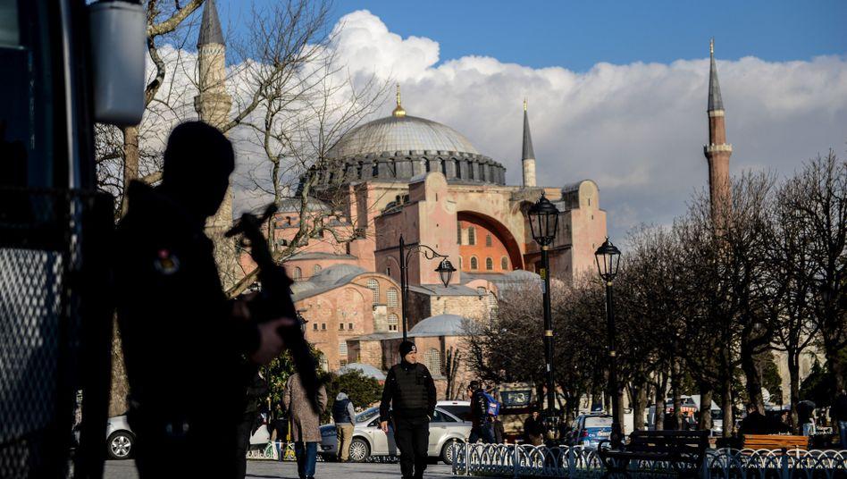 Hagia Sofia unter Polizeischutz