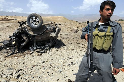 Autowrack nach einem Anschlag auf einen afghanischen Regierungsvertreter Mitte des Monats: 2008 ist das verlustreichste Jahr.