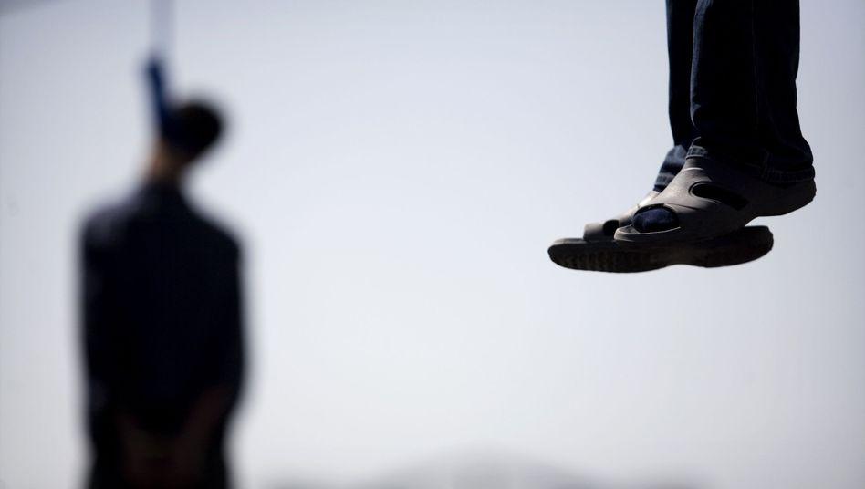 Iran 2007: Majid Kavousifar und sein Neffe wurden öffentlich in Teheran gehängt