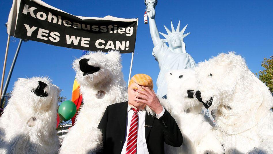 Demonstranten fordern den Kohleausstieg in Bonn