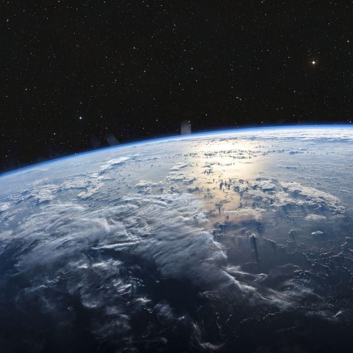 Der Mensch verändert die Atmosphäre und ihr natürliches Gleichgewicht, das dem Planeten Schutz bietet