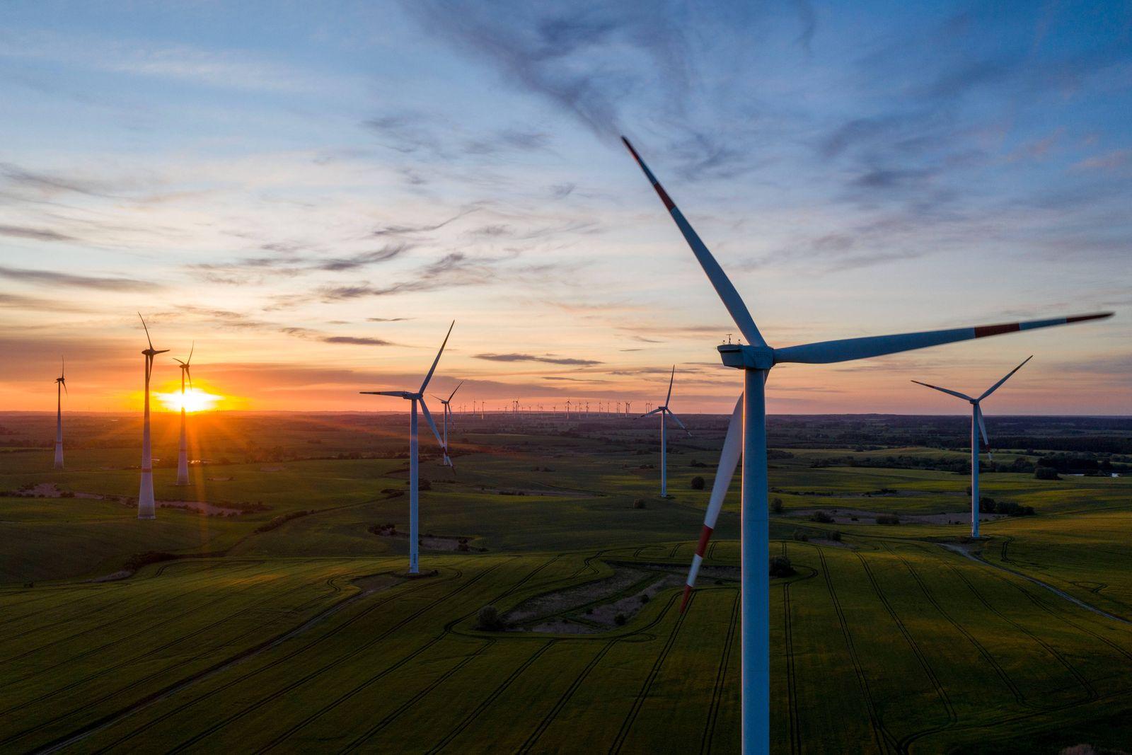 Deutschland, Uckermark, Windfeld am Abend, 30.05.2020 *** Germany, Uckermark, wind field in the evening, 30 05 2020