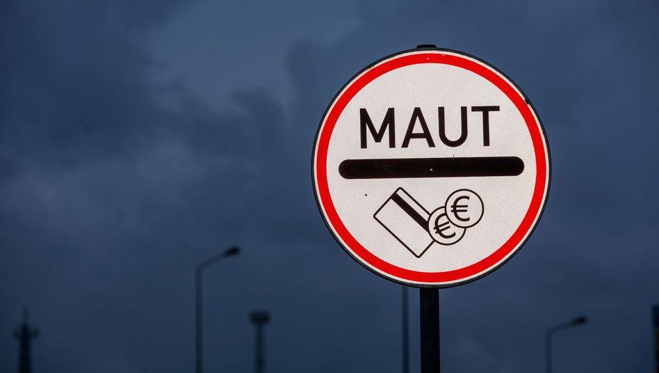 Maut-Schild am Warnowtunnel in Rostock