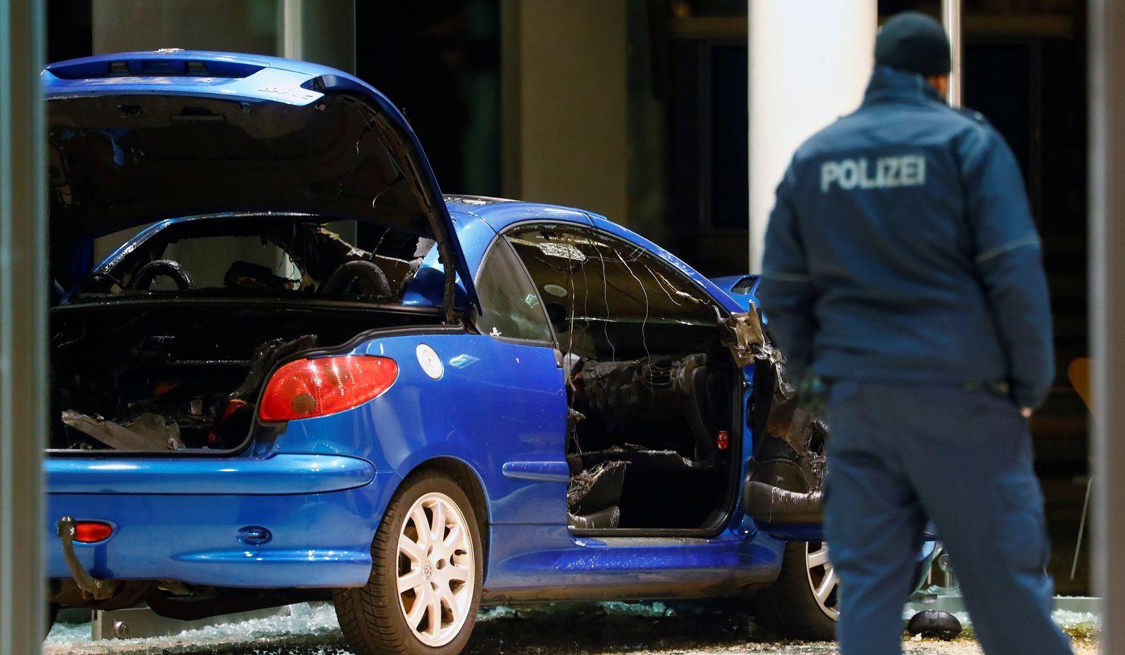 Auto kracht in SPD-Parteizentrale