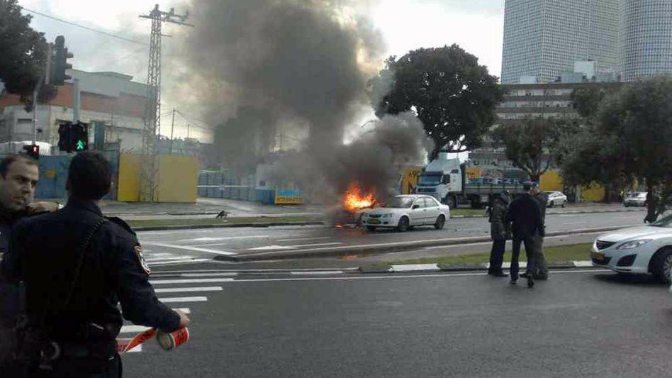 Brennendes Auto in Tel Aviv: Offenbar der Anschlag auf einen Gangsterboss