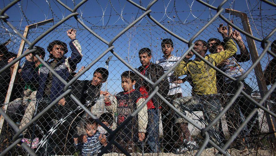 Illegale Einwanderer in griechischem Auffanglager: Kritik aus Brüssel