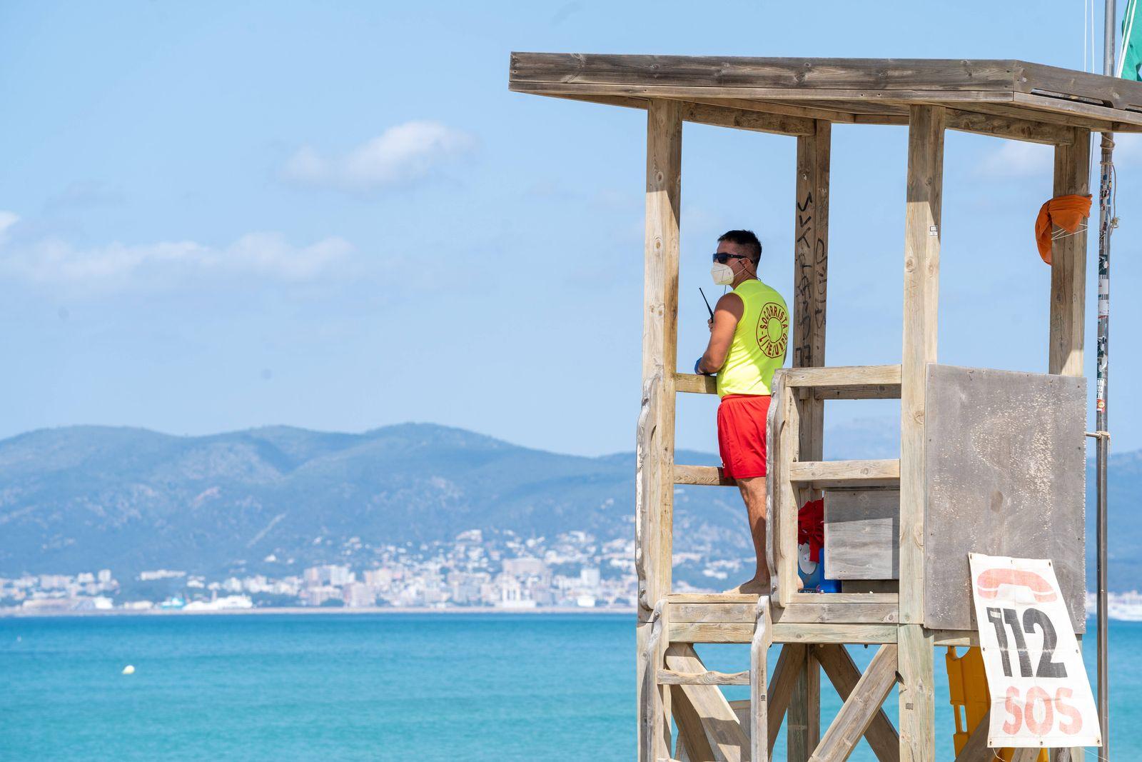 Nach dem Corona-Shutdown - Vor dem Neustart des Tourismus auf Mallorca Spanien Szenen aus Playa de Palma - Rettungsschw