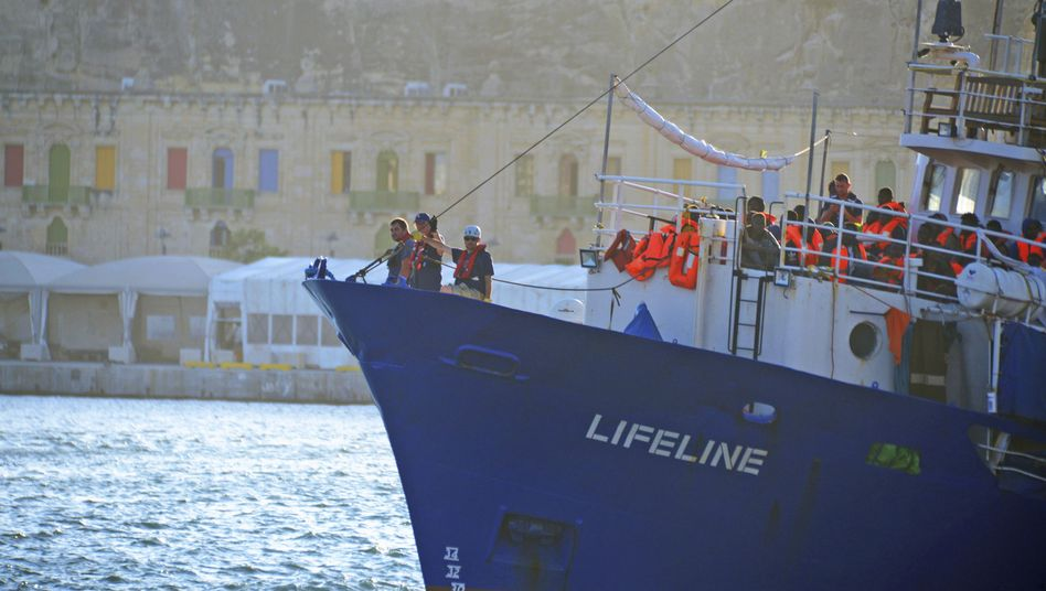 """Rettungsschiff """"Lifeline"""" im Hafen von Valletta"""