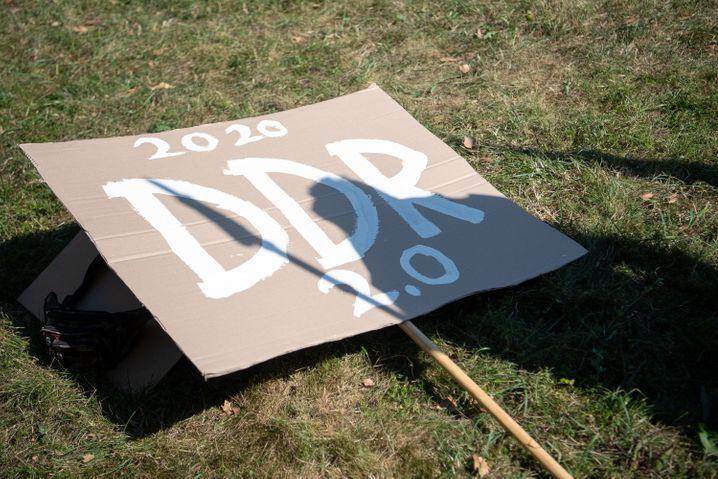 Protestschild von einer Corona-Demo
