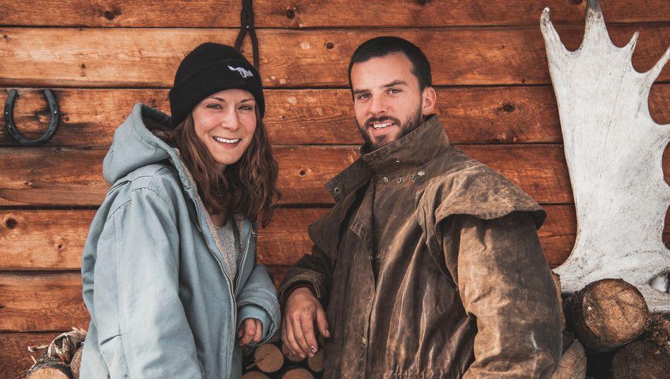 Illustratorin Sophie Mutlu und Fotograf Peter Zenkl haben ihr Leben in Köln gegen die Wildnis Kanadas eingetauscht.