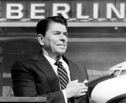 "Ronald Reagan in Berlin: ""Tear down this wall!"""