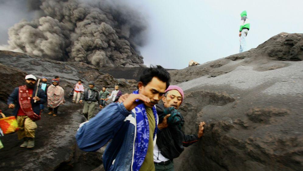 Vulkaneruptionen: Aschewolken über Japan und Java