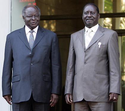 """Kenias Präsident Mwai Kibaki (l.) mit seinem Konkurrenten Raila Odinga: """"Ein Beispiel für andere"""""""