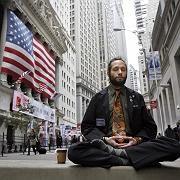 """Wall-Street-Trader Matthew Schojam bei Meditationspause vor der Börse: """"Extreme, unnachgiebige Panik"""""""