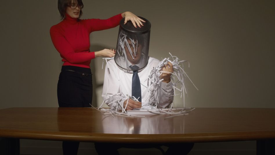Büro-Zoff: Manche Kollegen könnte man echt in die Tonne treten