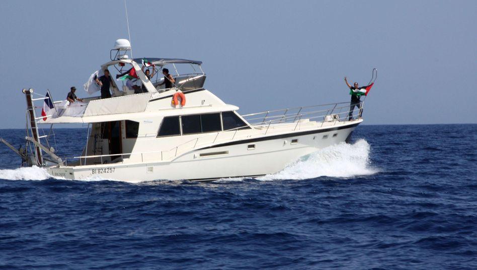 """Die """"Dignité - Al Karama"""" vor Korsika ist eines der Schiffe, die nach Gaza fahren sollen"""