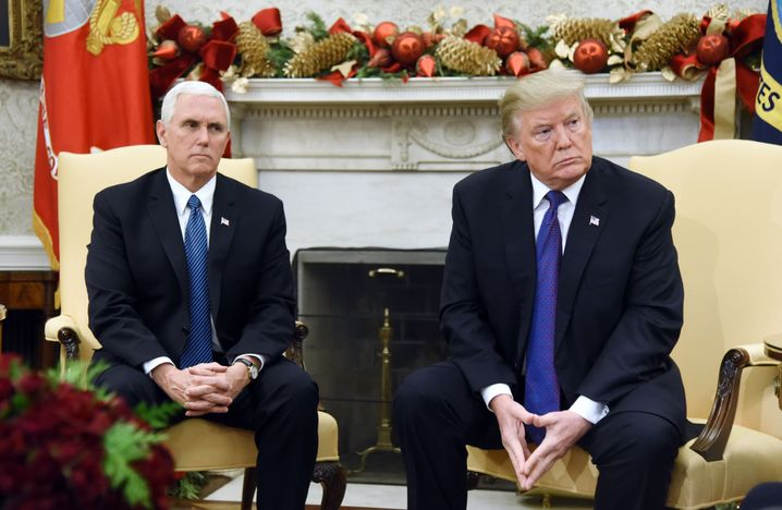 Pence und Trump im Oval Office