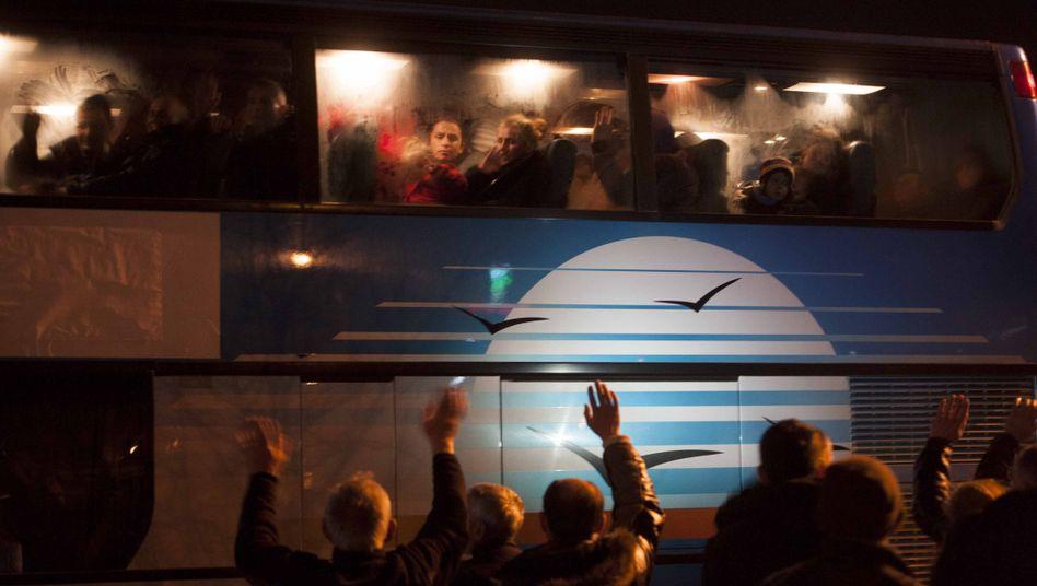 """Flüchtlinge in Pristina in einem Bus nach Serbien: """"Massenexodus"""" aus Kosovo"""