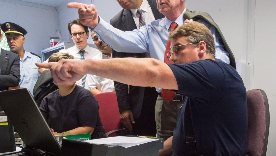 Innenminister de Maizière (im August bei Bundespolizei in Bayern): Neue Maßnahmen vorgestellt