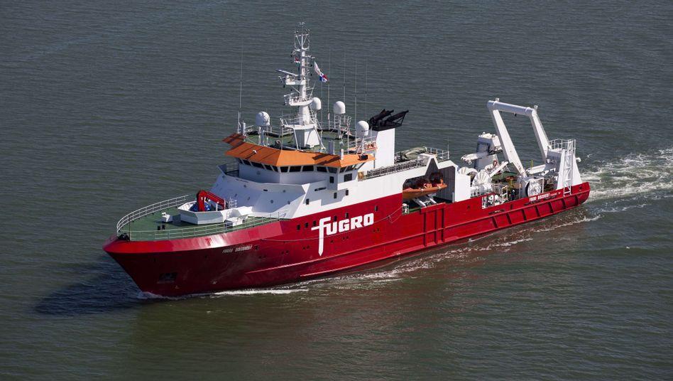 Spezialschiff Fugro Discovery (Archiv): Mit Schleppsonden und Seitensichtsonar soll MH370 geortet werden
