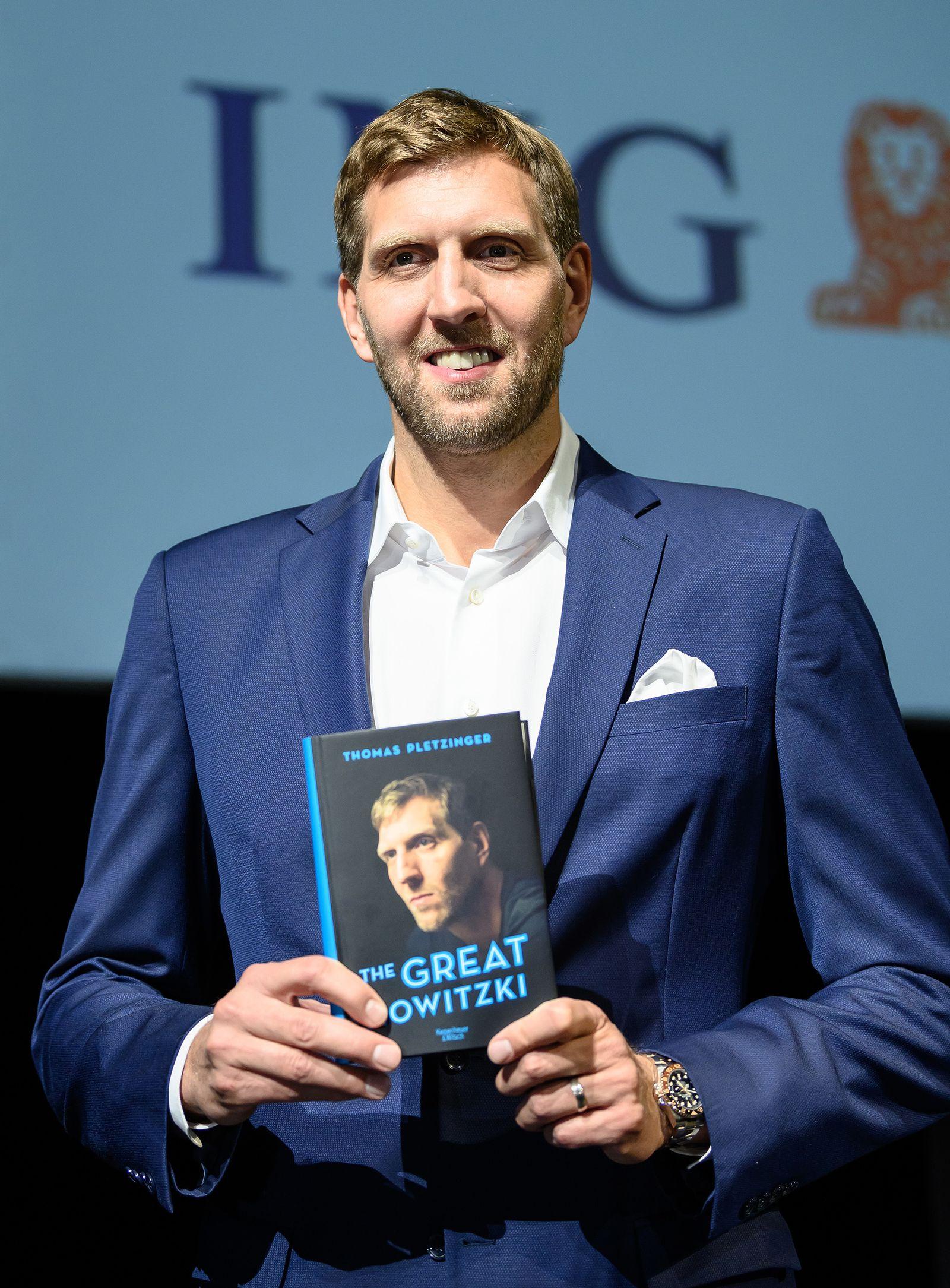 Dirk Nowitzki stellt Buch vor