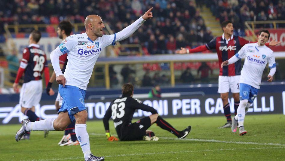 Jubelnder Torschütze: Nach seinem Führungstreffer für den FC Empoli stürmt Maccarone an den Spielfeldrand