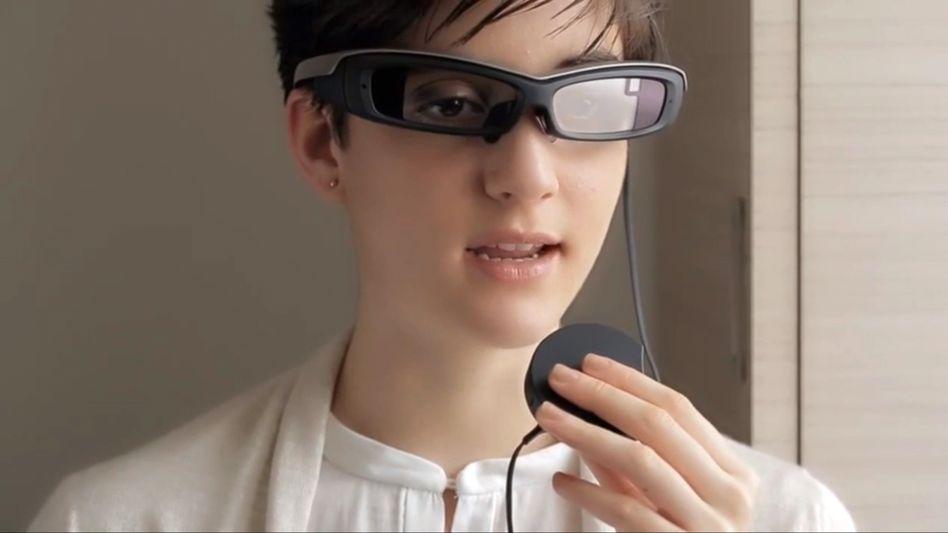 Sony-Datenbrille: Die Hardware steckt in einem externen Kästchen