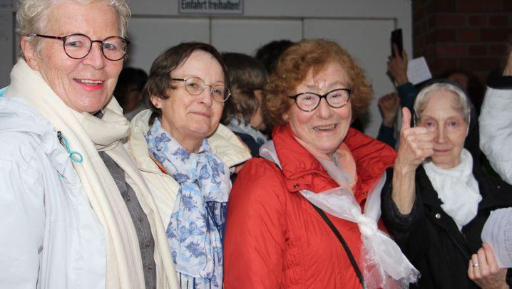 """Maria 2.0 in Hamburg: """"Die Bischöfe kriegen warme Füße"""""""