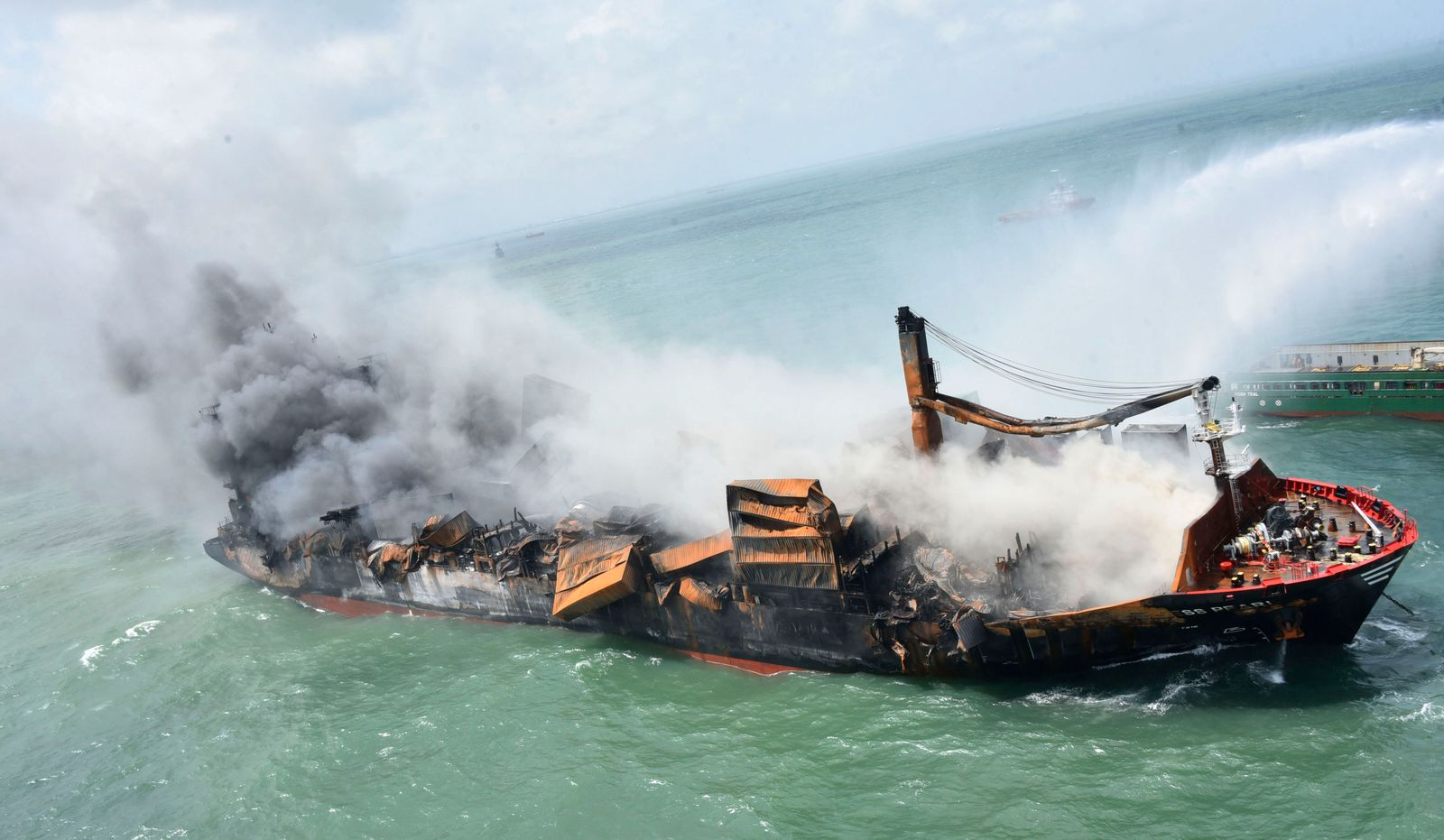 Schiffsbrand in Sri Lanka