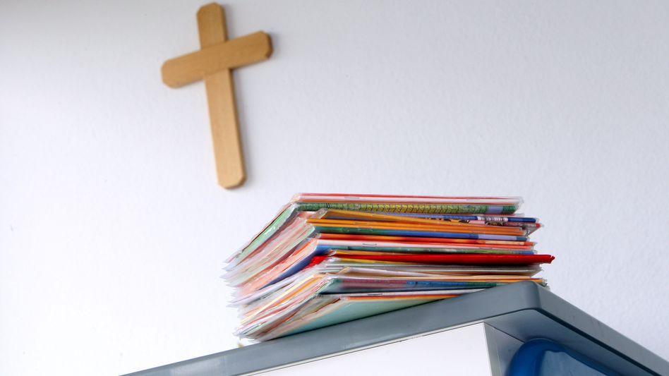 Kruzifix in einem Klassenzimmer (Archivbild)