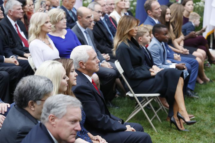 Viele Gäste, wenige Masken: Empfang im Rosengarten des Weißen Hauses am 26. September