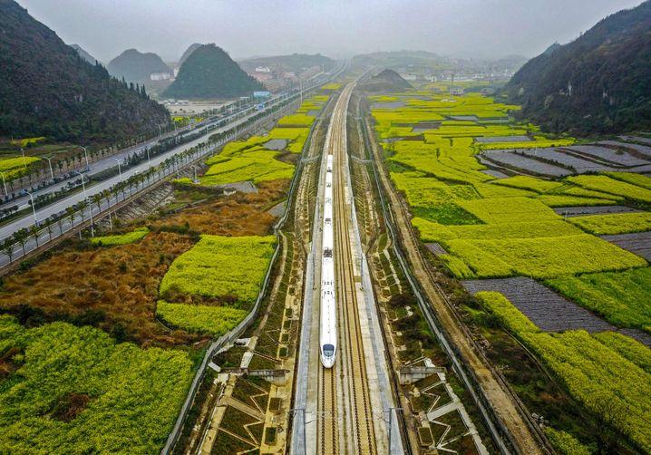 Hochgeschwindigkeitszug im Südwesten Chinas