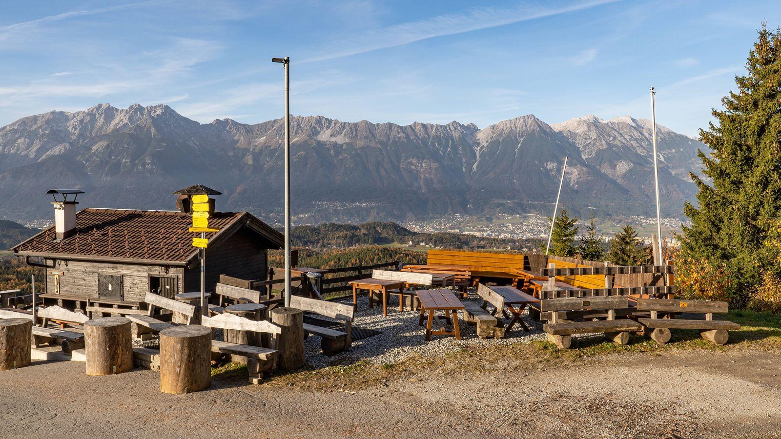 10.11.2020 / Tee Hüttn am Patscherkofel, Igls, Tirol, Austria / Terrasse, Gastgarten geschlossen, gesperrt / Ausflugs