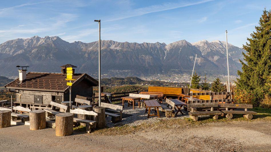 Österreich im Lockdown: Leere Hütte am Patscherkofel in Tirol