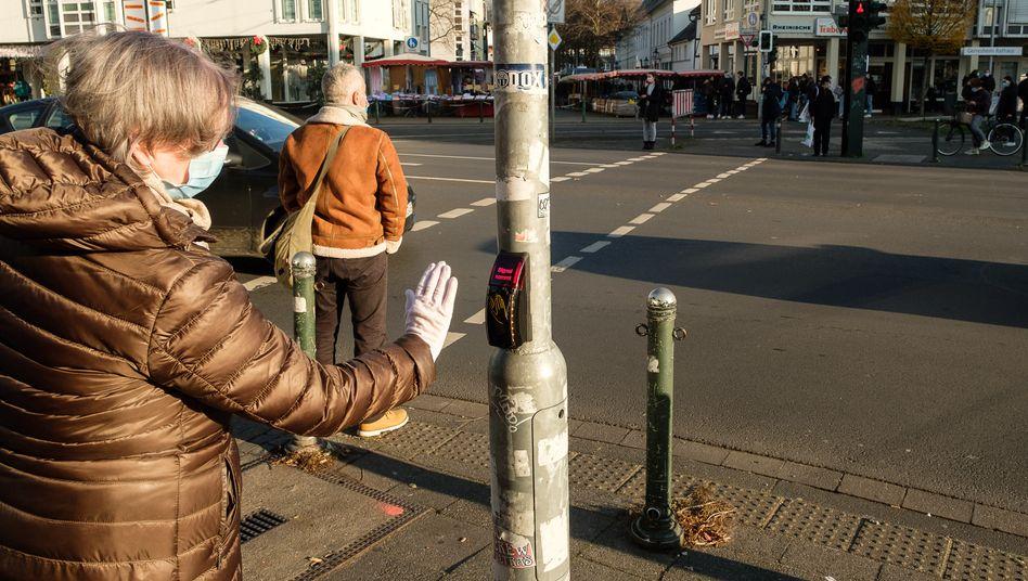 Grüne Ampel ohne Anfassen: Der kontaktlose Ampeltaster in Düsseldorf