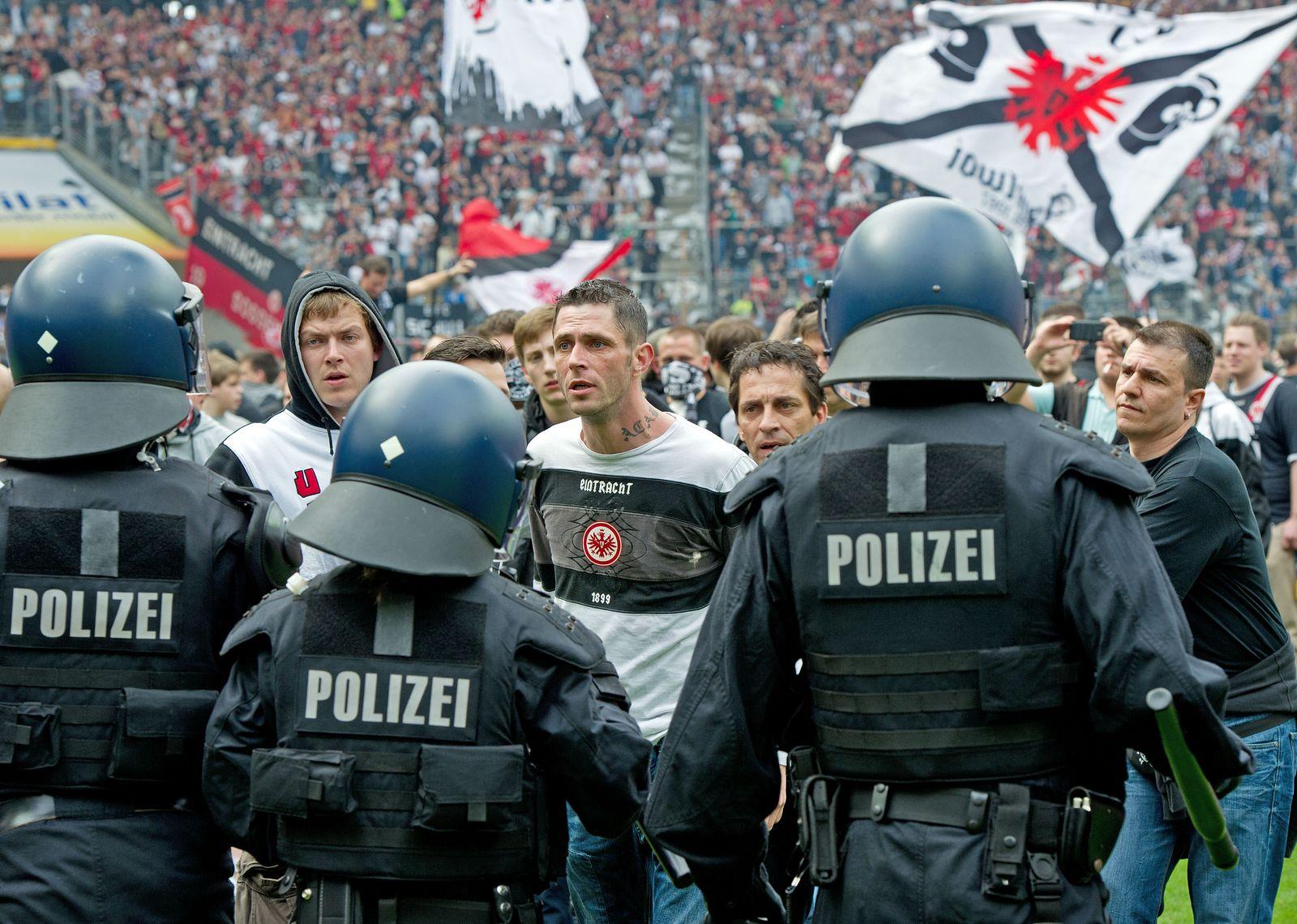 NICHT VERWENDEN Frankfurt Fans vs. Polizei