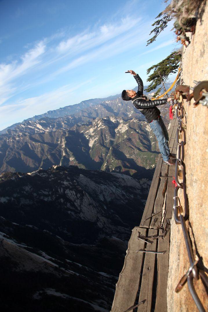 Voller Einsatz für ein Selfie: Manche Besucher gehen große Risiken ein