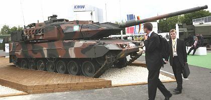 Leopard-2-Panzer bei einer Ausstellung im Jahr 2008 in Frankreich: Wohl eher Vorzeigeobjekte für Katar