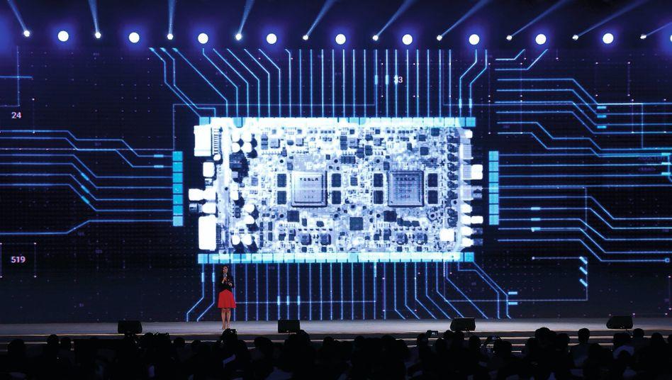 Auszeichnung eines Tesla-Chips für autonomes Fahren in China 2019:Per Fingerdruck mal schnell die Batteriereichweite erhöhen