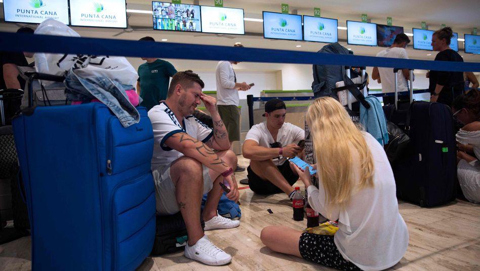 Britische Touristen in der Dominikanischen Republik warten auf ihren Rücktransport