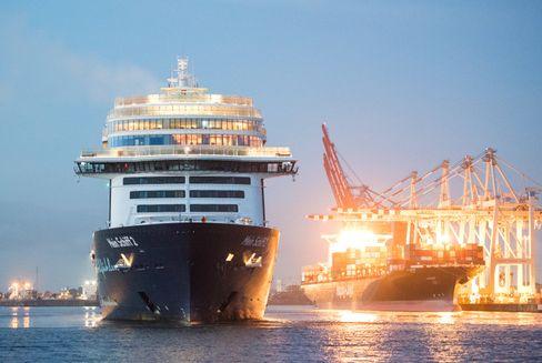 """Tui-Kreuzfahrtschiff """"Mein Schiff 2"""" im Hamburger Hafen"""