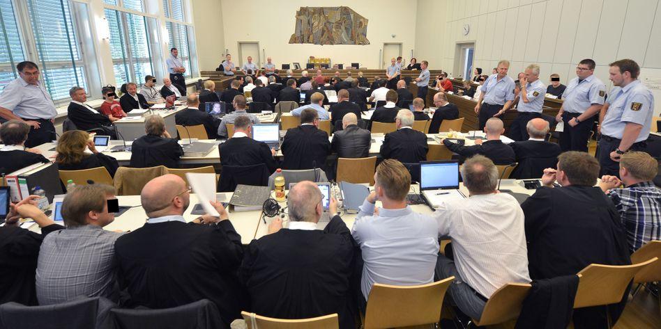 Wenig Platz: Im Landgericht Koblenz findet der derzeit größte Prozess gegen Neonazis statt