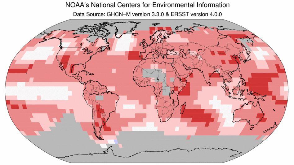 Abweichung der Jahresdurchschnittstemperatur 2017 vom langjährigen Durchschnitt: Rekord (dunkelrot), erheblich wärmer als gewöhnlich (rot), wärmer als gewöhnlich (hellrot), Durchschnitt (weiß), kälter als gewöhnlich (blau)