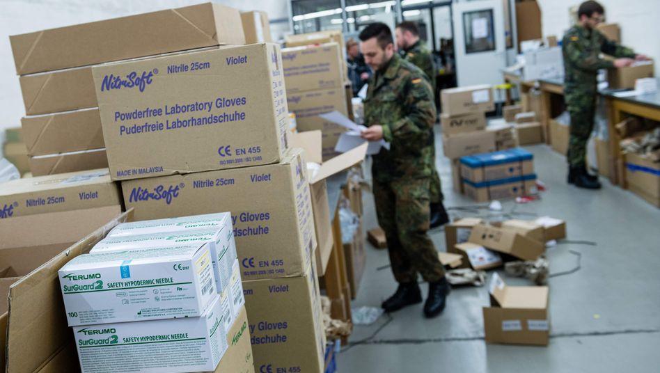"""Medizinisches Lager der Bundeswehr: Die Truppe stößt bei Schutzausrüstung für die Kommunen """"an die Grenzen der Unterstützung"""""""