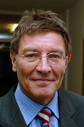 Eberhard Sinner (CSU): Leiter der Bayerischen Staatskanzlei und Medienminister im Kabinett Beckstein. Sinner war an der Aushandlung des Kompromisses im Streit um ARD/ZDF-Online mit der EU-Kommission beteiligt