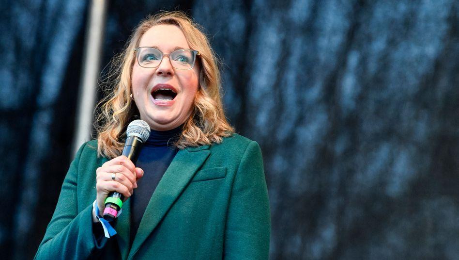 """Claudia Kemfert (hier bei einer """"Fridays for Future""""-Veranstaltung in Hamburg im Februar 2020): Eine jener unerquicklichen Twitter-Schlachten"""
