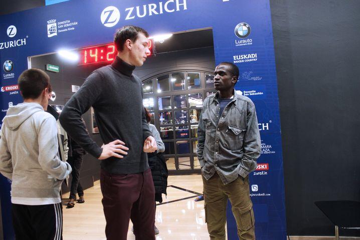 Manager Linnemann mit Läufer Sikuku